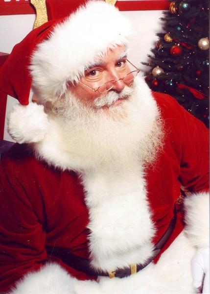 13742960-800px-Jonathan_G_Meath_portrays_Santa_Claus-1561804961-728-e81b93d779-1562222470.jpg